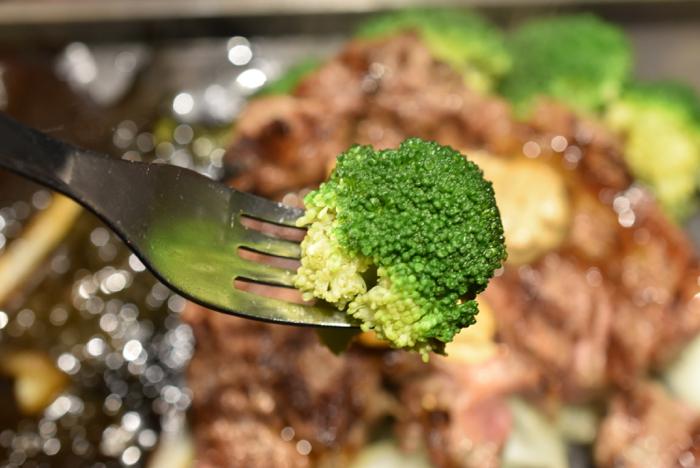 「いきなり!ステーキ」裏技!! 糖質が気になる人はトッピングの「コーン」を「ブロッコリー」に無料で変更できるぞ!!