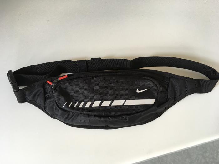 Nike(ナイキ)のランニング ウエストポーチ 〜 大きなポケット2つに内ポケットもあって大容量で良い!ガジェッター必携!! [ランニング]
