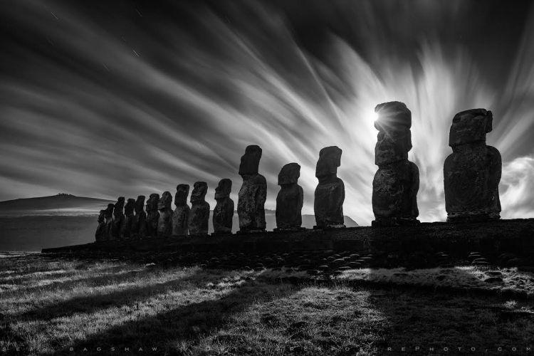 Easter Island Moais ©Sean Bagshaw