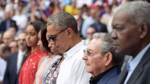 President Obama and the First family attend a baseball game in Cuba with President Castro. Picture provided by Wikimedia.
