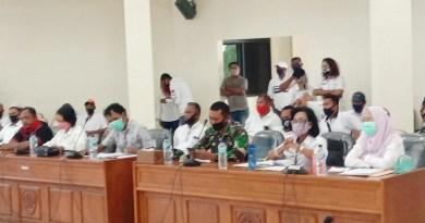 Rapat DPRD Tim Gustu bersama keluarga pasien meninggal Covid 19 Maluku Tenggara berakhir Ricuh 1