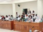 Rapat DPRD Tim Gustu bersama keluarga pasien meninggal Covid 19 Maluku Tenggara berakhir Ricuh