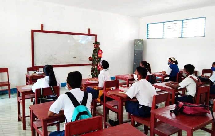 Kodim 1503 Tual, Rabu ( 05/5/2021 ), pukul 09.30 WIT, menyambangi siswa/i SMP Karel Sadsuitubun Langgur, Kabupaten Maluku Tenggara, dalam rangka mensosialisasikan program mengajar anak Pattimura, melalui Aplikasi Klassku