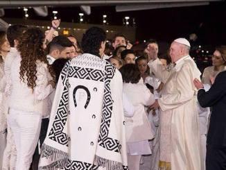 Ruby Escobar estuvo presente en la bienvenida al papa Francisco