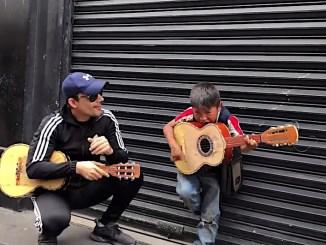 Germán Montero recuerda lo sueños de su niñez en un recorrido por el centro de la CDMX.