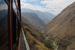 devils nose train alausi ecuador