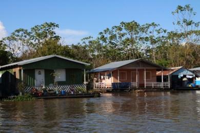 floating houses manaus