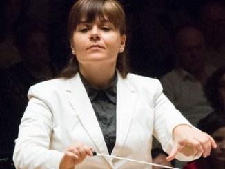 Carmen Más es directora de la Orquesta del Conservatorio Profesional Municipal de Música de Riba-roja de Túria y de la Orquesta Filarmónica Martín i Soler de Valencia.