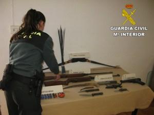 El detenido mostró una arma de fuego y una hoja de papel donde indica a la cajera que le entregue el dinero aunque finalmente se marcho sin ningún botin.