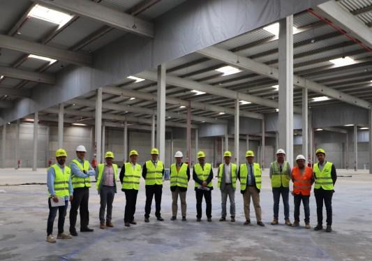 El consejero delegado de Merlin Properties, el alcalde de Riba-roja y los responsables de Pavasal y Triangle han visitado la obra en su recta final.
