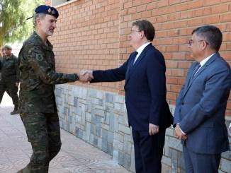 Ximo Puig asiste al acto presidido por Su Majestad el Rey Felipe VI con motivo de las maniobras 'Ángel Guardián 19' en Bétera.