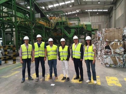 De izquierda a derecha, Rubén Benito, Ángel Rodríguez, Ignacio Gómez, David Sandoval, Manuel Civera y Gema Alcañiz tras la visita.