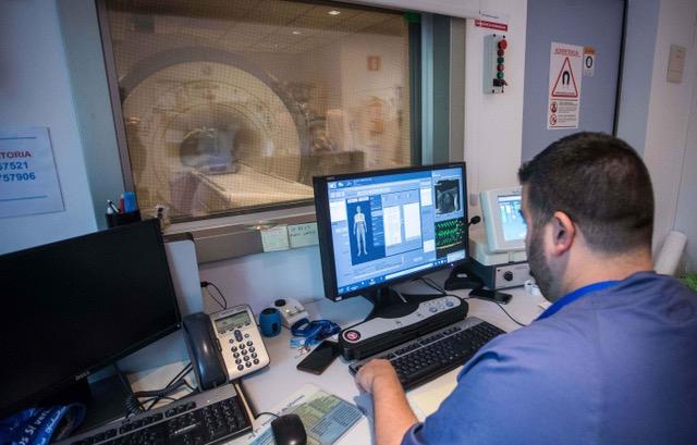 Los doctores Yolanda Pallardó y Antonio José Revert han coordinado las secciones de Radiología Torácica, y Cabeza y Cuello