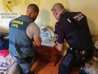 En este operativo han participado a través de una estrecha colaboración la Policía Local de Chiva y Godelleta