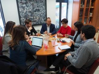 El vicepresidente y conseller de Vivienda y Arquitectura Bioclimática visita también Buñol junto a la secretaria autonómica.