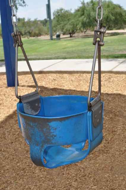 There are 2 infant swings at Canada Del Oro Riverfront Park