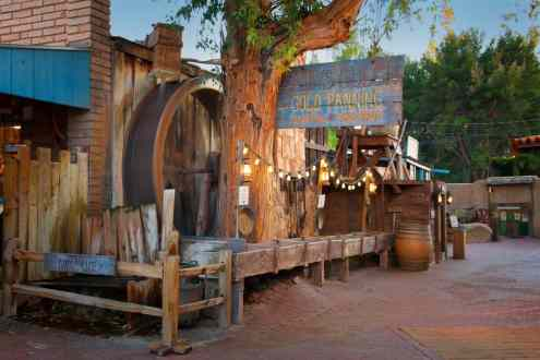 gabbys-gulch-gold-panning-at-trail-dust-town
