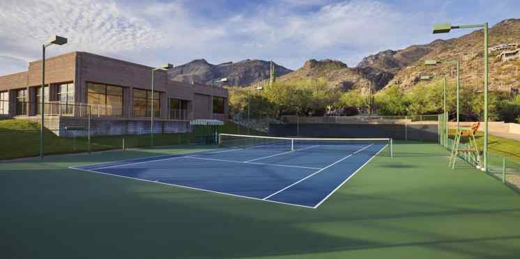 Loews Ventana Canyon Resort tennis court