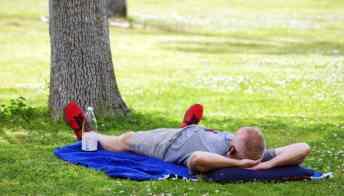 runner resting La Madera Park