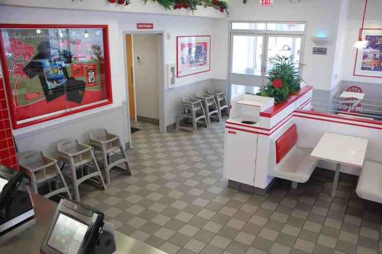 In N Out Tucson highchairs booths