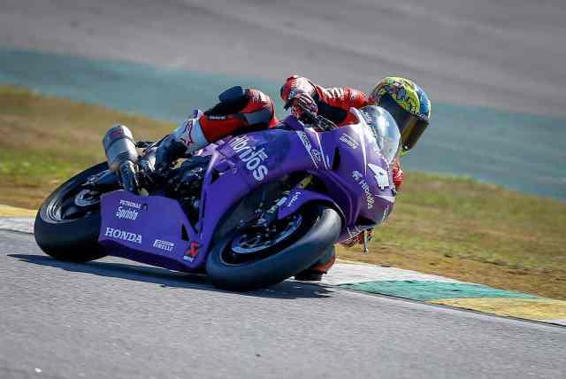 O vencedor Alexandre Barros exigiu sua moto com nova cor, grafismos e patrocinador - Foto: Marcello Zambrana/Vipcomm