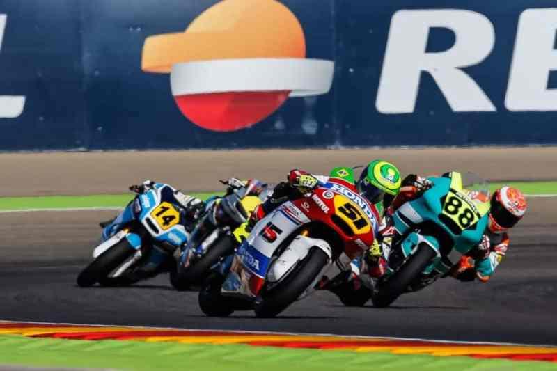 Eric Granado disputa com Ricky Cardús a vitória em Aragon