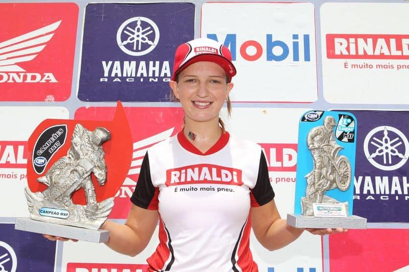 Maiara Basso, do Team Rinaldi, é tricampeã brasileira de motocross - Crédito: Café Fotos/Mundo Press