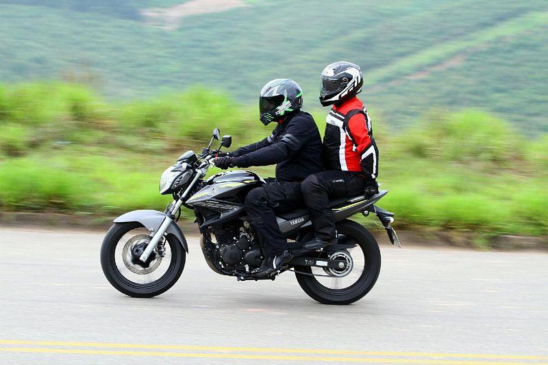 Bogotá proíbe circulação de homens na garupa de motos acima de 125 cc