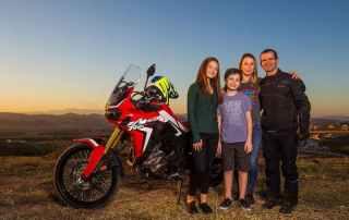 """Jean Azevedo e a família """"moto""""."""