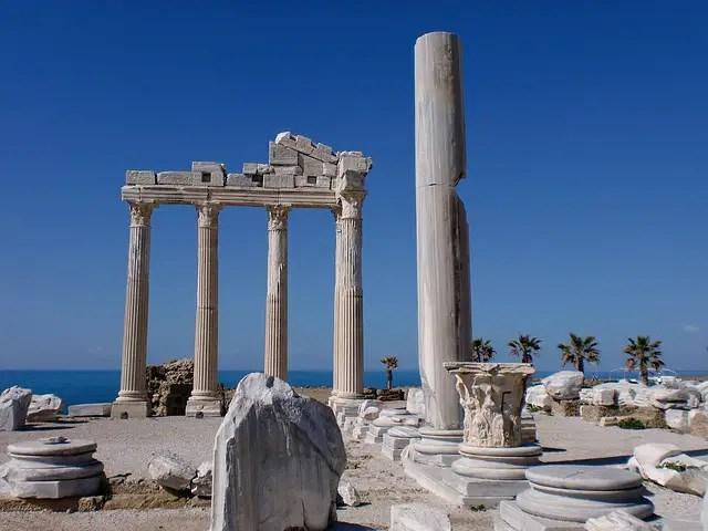 Säulen der Ruinen des Apollon Tempel in Side