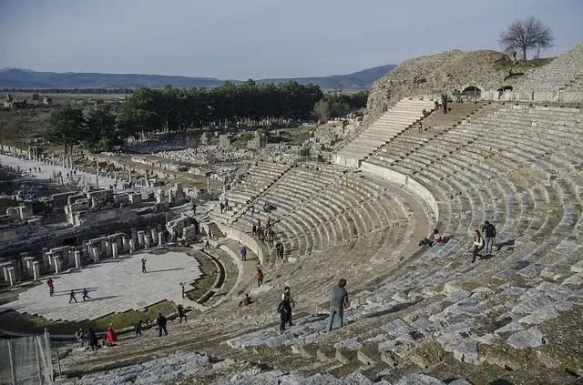 Blick von den obersten Rängen des Amphitheater Ephesus