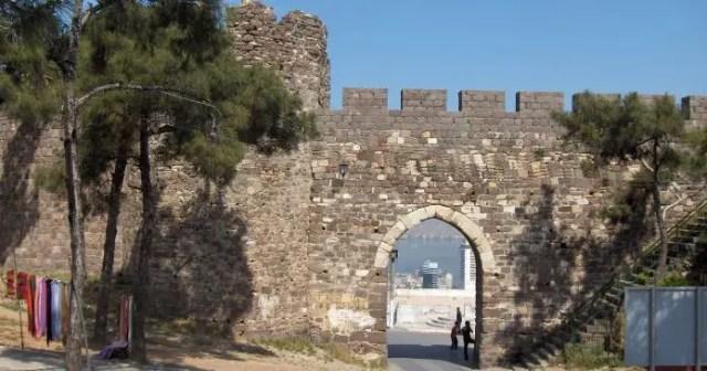 Blick auf die Steinmauern der 2.500 Jahre alten Kadifekale Burg in.