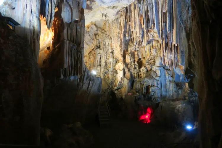 Die Stalagniten im Inneren der Dwarfs in Cave nahe Sapadere in Alanya, Türkei.