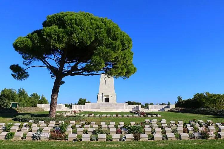 Soldatengräber und das Lone Pine Memorial in Gallipoli.