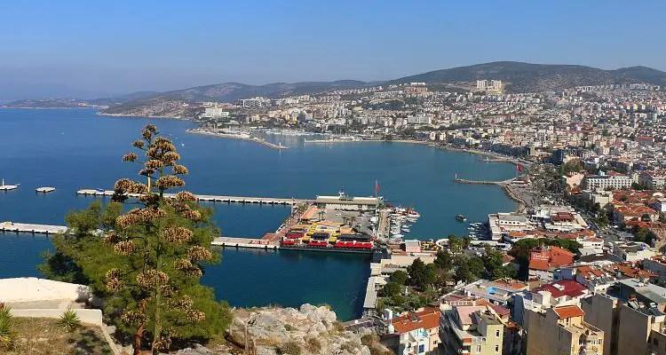 Hafen, Innenstadt und das Meer