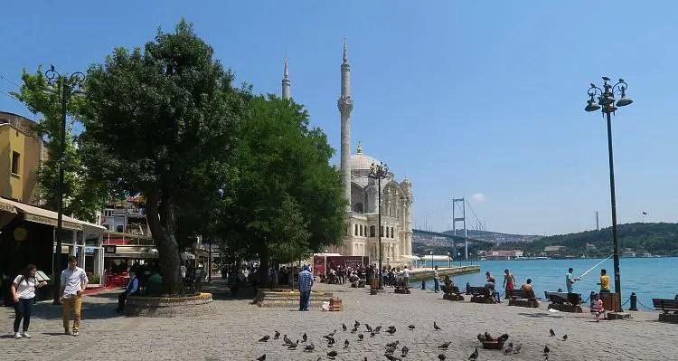 Sonniges Wetter am Bosporus im Juni.