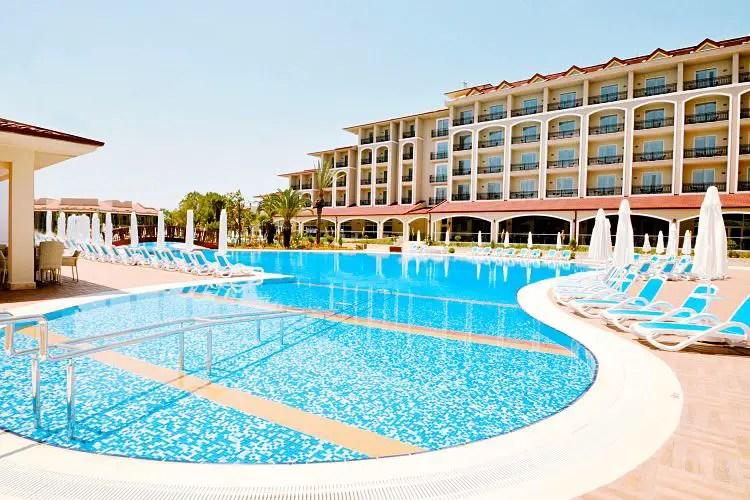Der Pool des Paloma Oceana Resort