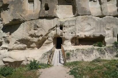 Eingang einer Höhlenkirche in Kappadokien