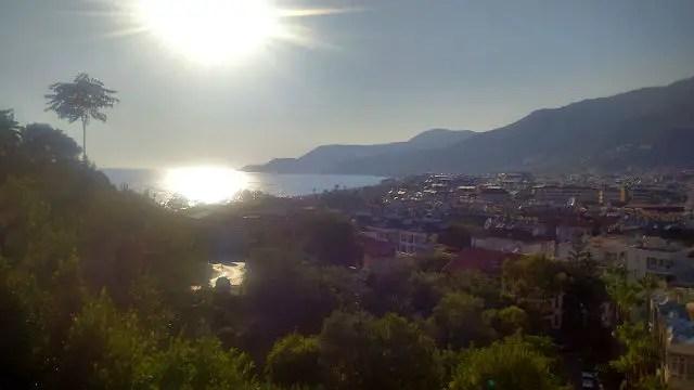 Innenstadt Alanyas mit Blick auf das Meer und den Strand