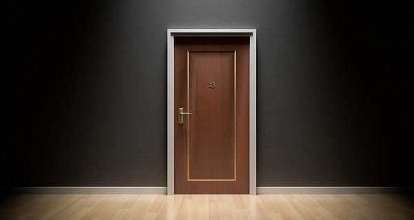 puerta hotel hacker