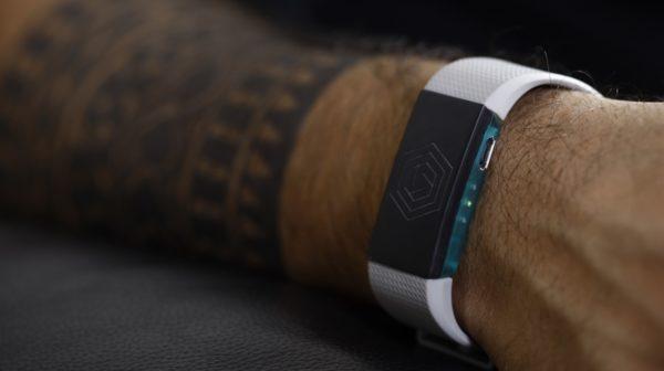 Esta pulsera te impide gastar de más si estás borracho