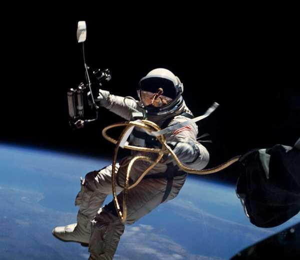 Primer viaje espacial americano NASA 1965 Gemini 4