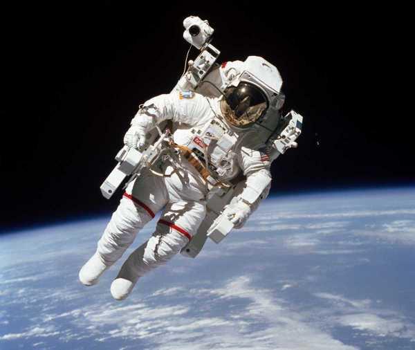 Primer paseo disponible 1984 Bruce McCandless NASA Challenger