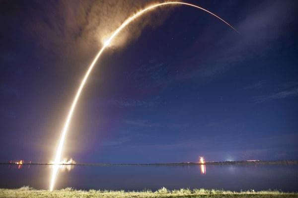 SpaceX lanzamiento noche 1200