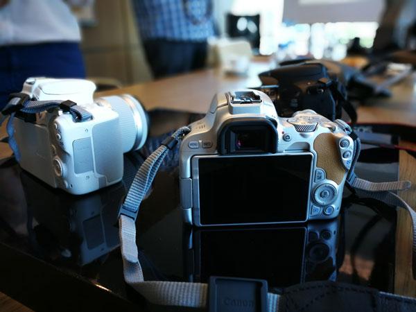 lanzamiento Canon EOS 200D colores