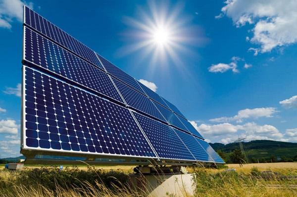Encuentran un error en los paneles solares que podría dejar a oscuras media Europa