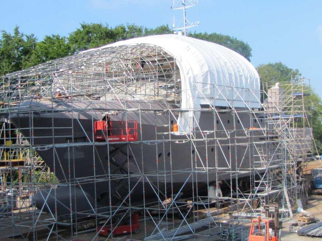 bird deterrent for temporary shipbuilding shelter