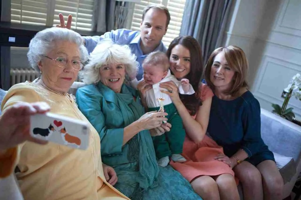 ¿Es la familia real británica haciéndose un selfie? ¡No, pero se parecen mucho, jajaja!