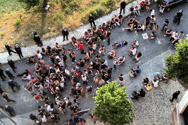 """Manifestantes detidos ontem dizem que foram """"encurralados"""" com a ajuda da PSP"""