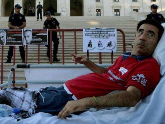 Tetraplégico inicia esta segunda-feira greve de fome em frente á Assembleia da República